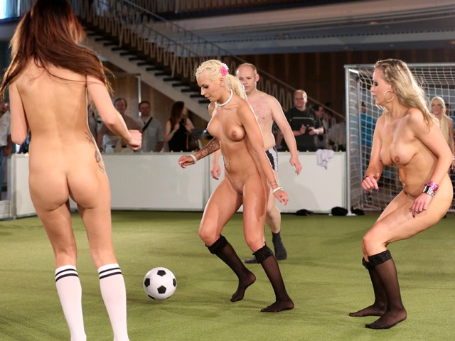 Женский американский футбол нагишом, порно сауна реально
