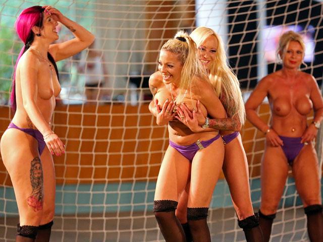 Женский американский футбол нагишом 2