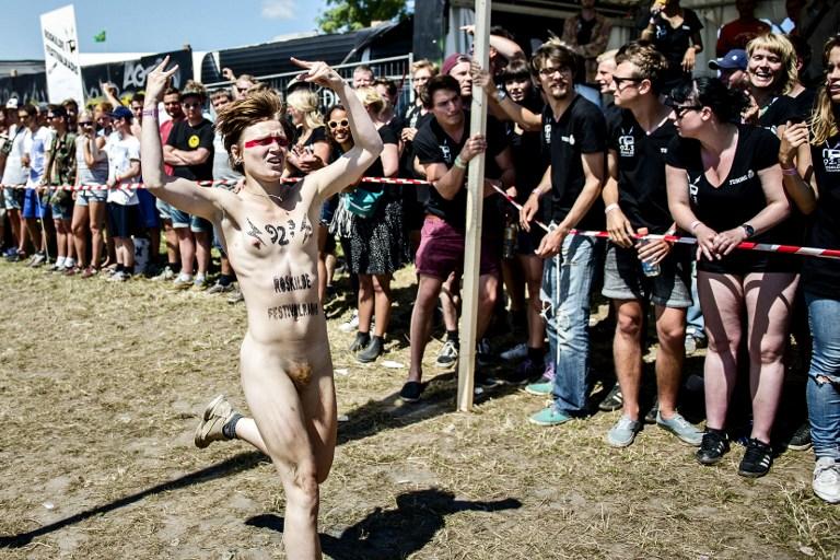 Фестиваль в Роскилле: голые забеги за лишним билетиком. 18+ 070713_131807_65017_16