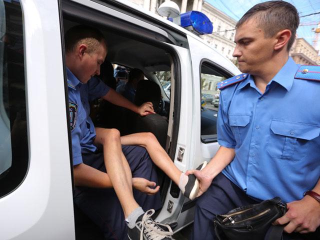 Акция FEMEN в поддержку Навального: самая малочисленная и самая эффектная. ФОТО 604398_20130719082446