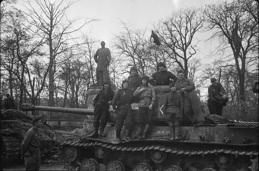 Танки ИС-2 в битве за Берлин