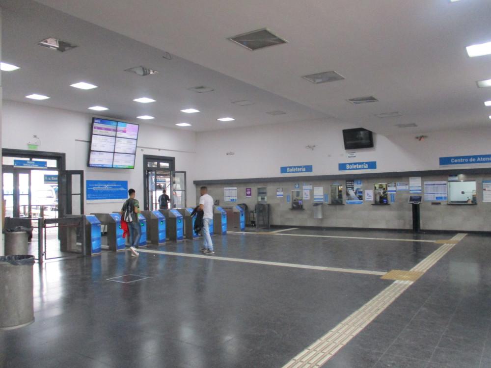 Вокзал Буэнос-Айрес в городе .... Буэнос-Айрес! Совпадение? Не думаю! поезда, вокзал, ходят, БуэносАйрес, станции, линия, когда, дизеля, города, совсем, самый, ехать, отсюда, здесь, Москва, более, станция, ПуэнтеАльсина, Впрочем, реально
