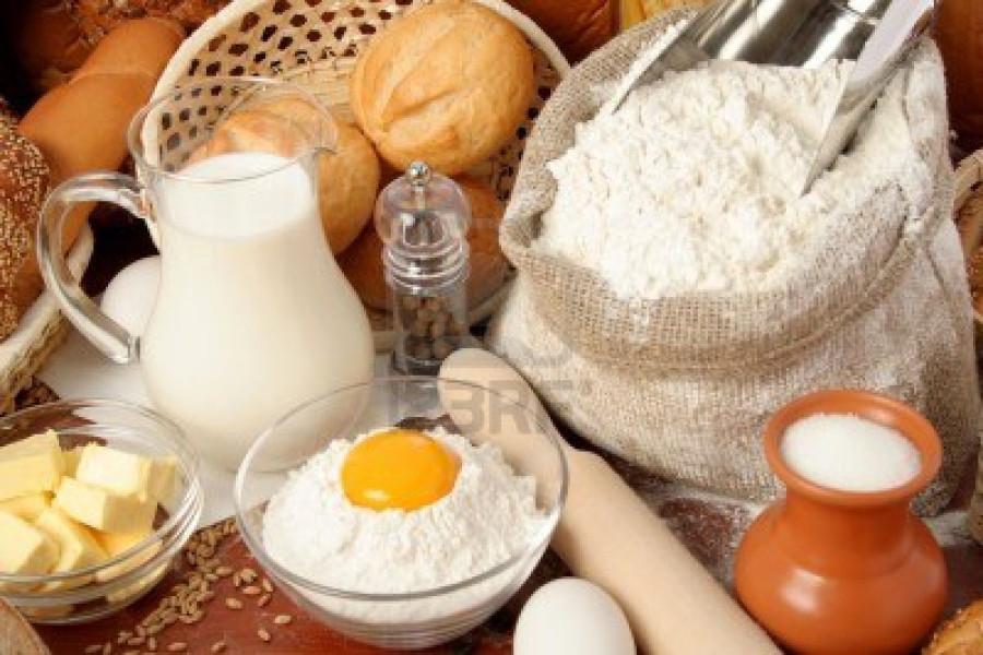 2014623-pane-farina-latte-burro-uova-sfondo
