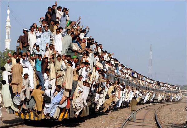 поезд из людей