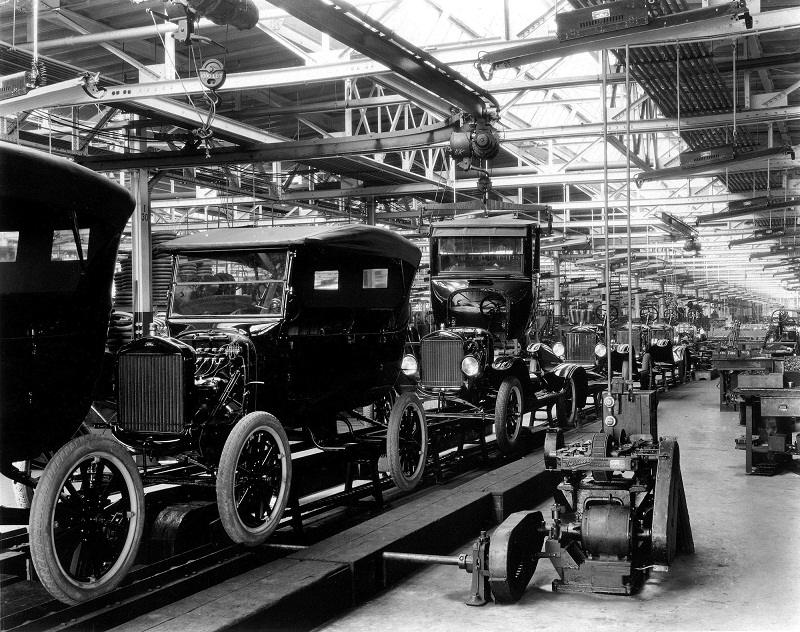 ford-model-t-assembly-line