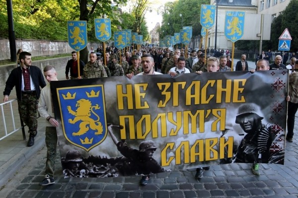 vyshyvanky_galychyna_parad_marsh_nacionalisty14141114.jpg