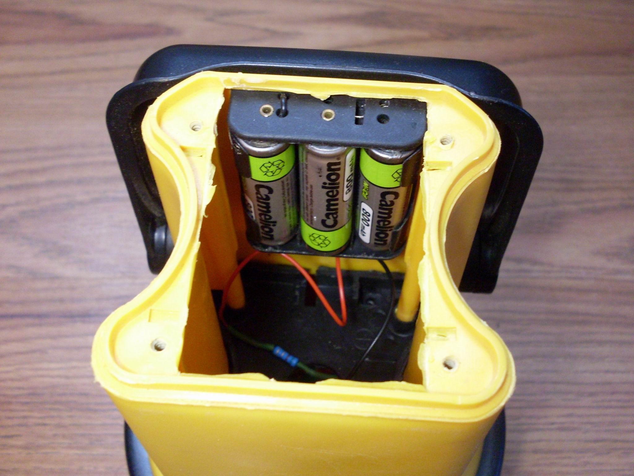 Переделанный на аккумуляторы мощный фонарик
