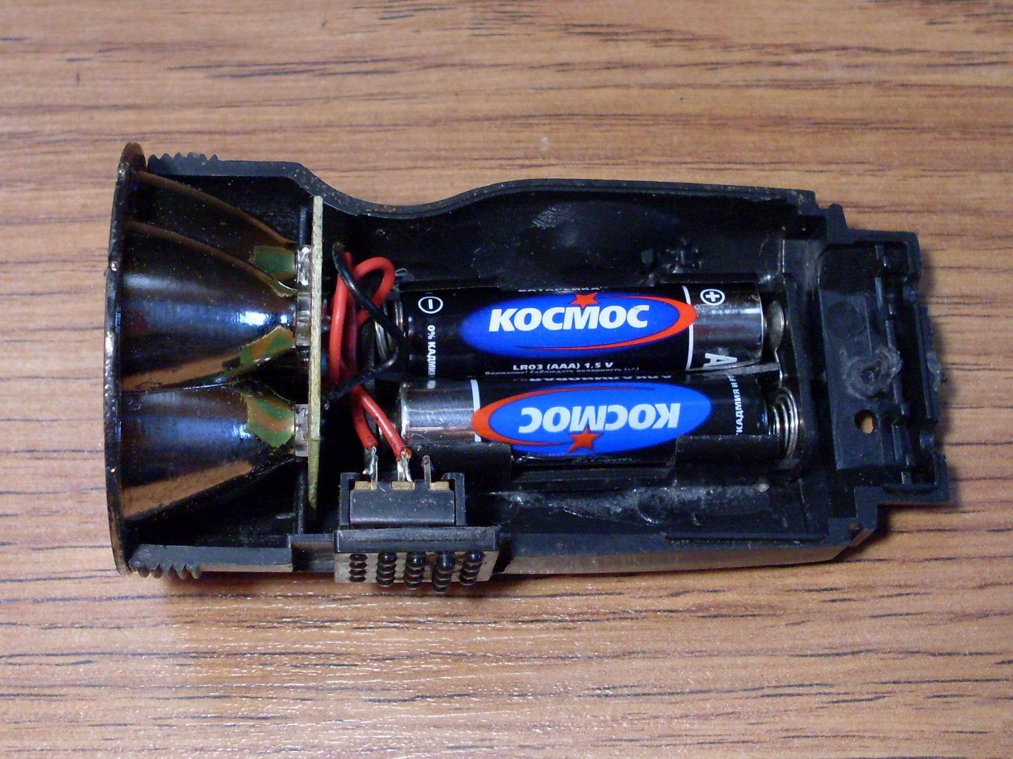 Переделанный на батарейки аккумуляторный фонарик.