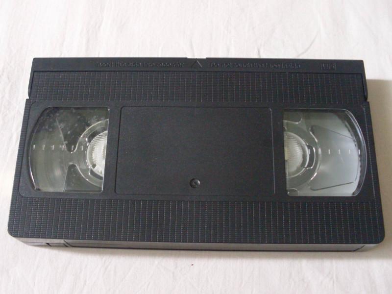 видеокассета VHS для тех, кто забыл как выглядит
