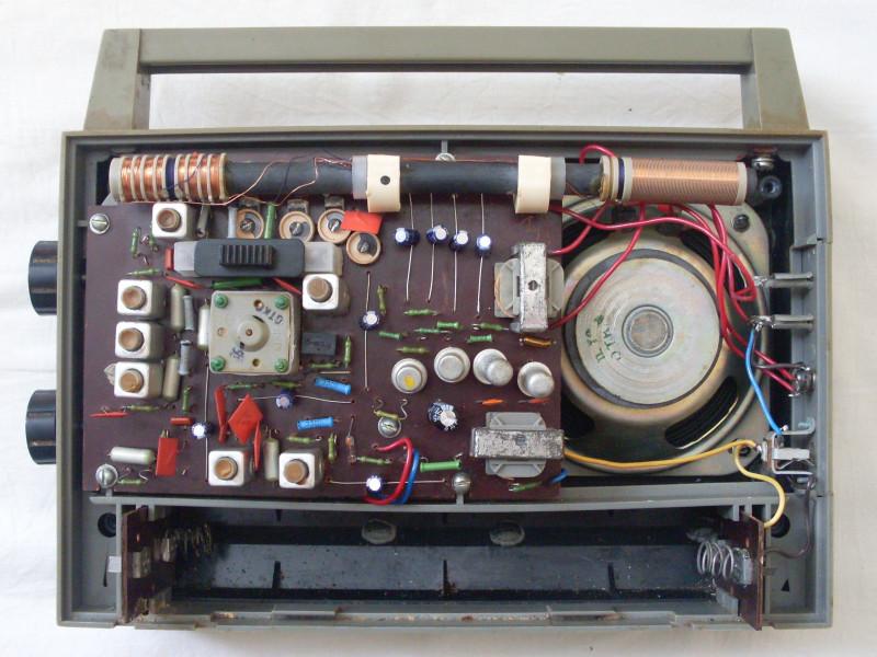 внутри с замененными конденсаторами
