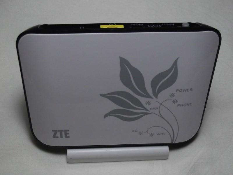 ZTE MF23 стоя на подставке