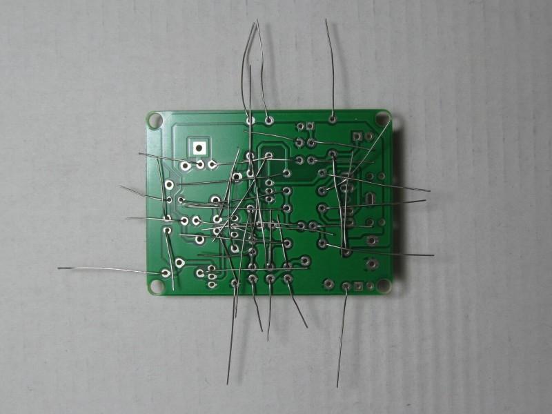 вставлены резисторы и конденсаторы