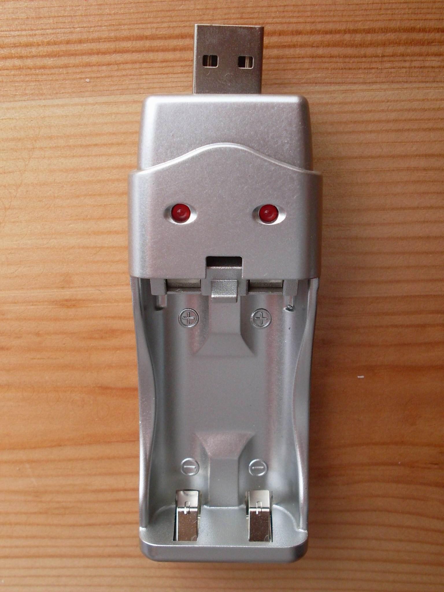 открыта крышка USB порта