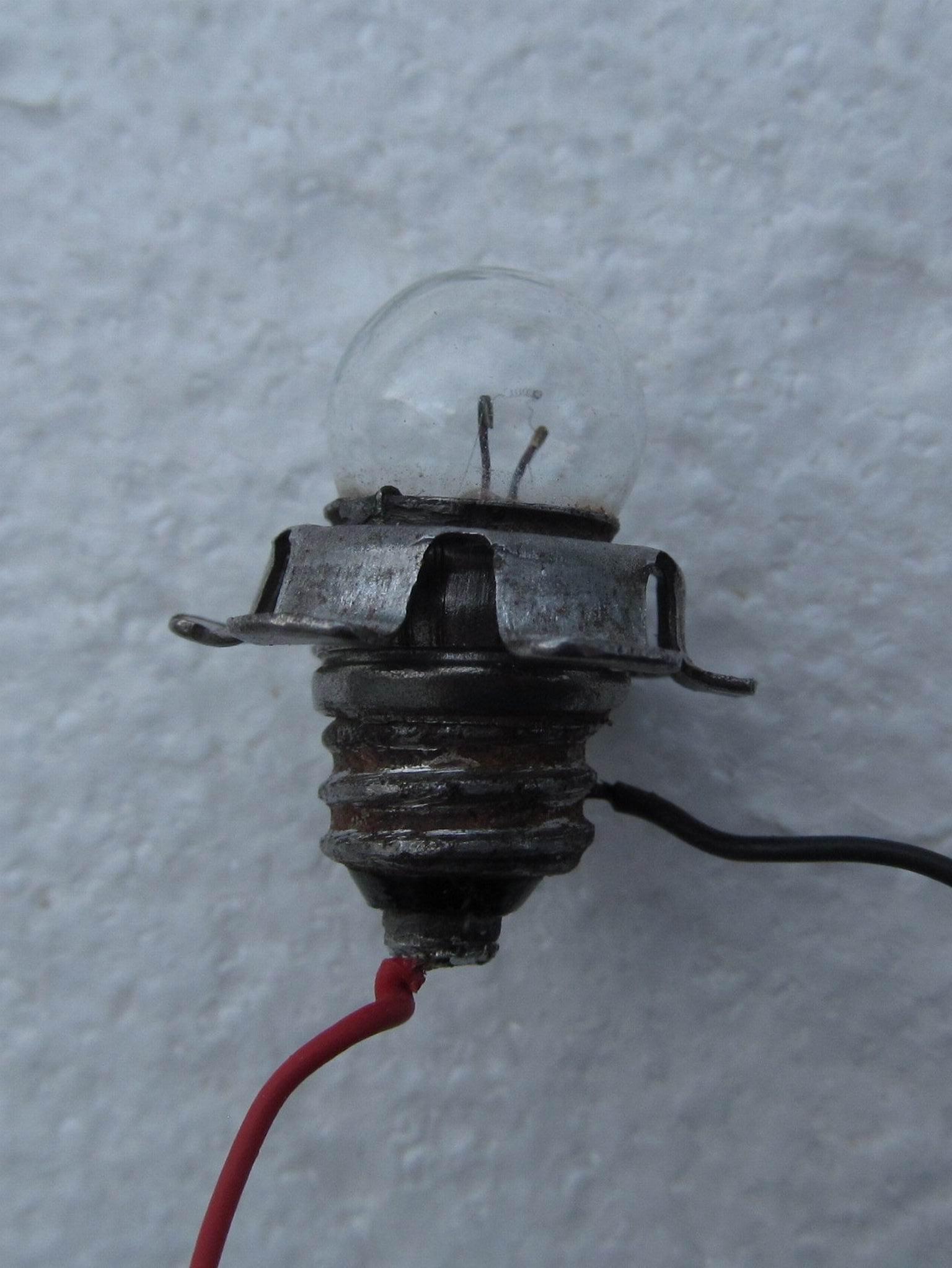 лампочка с припаянными проводами