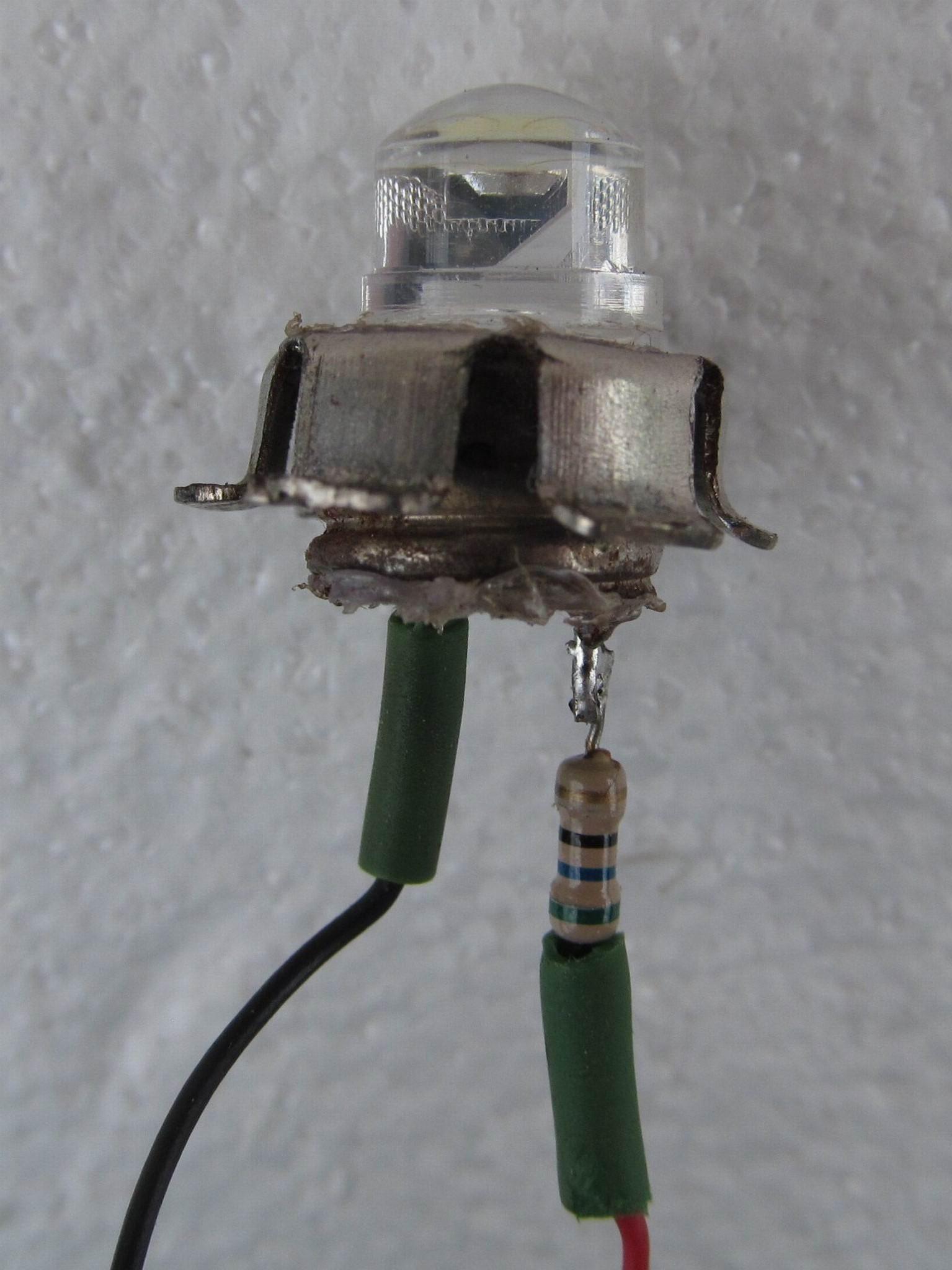 светодиод с резистором готовый к установке в отражатель