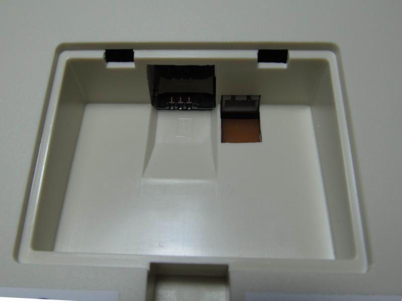 отсек для аккумулятора и SIM карты