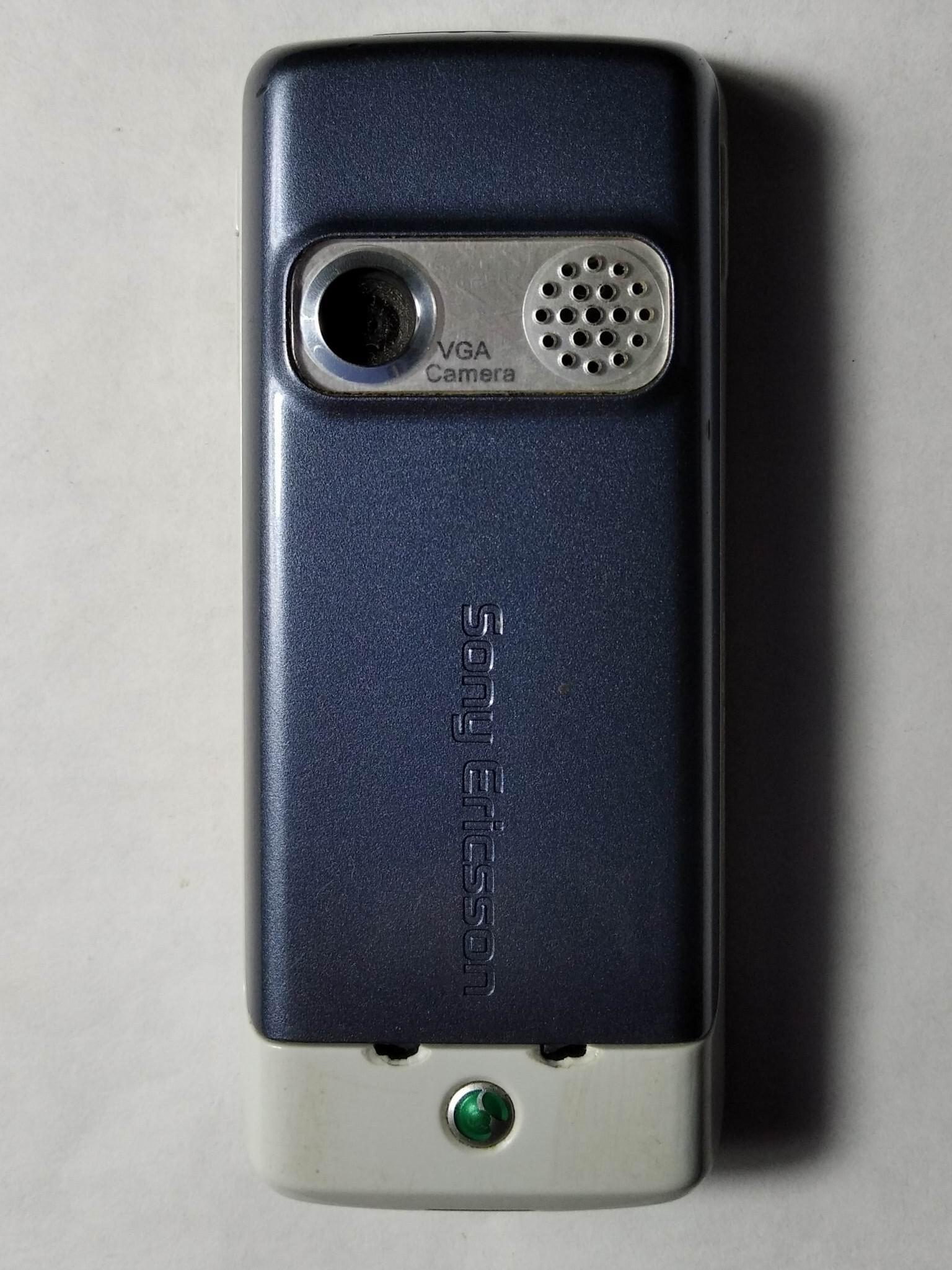 Sony Ericsson K310i сзади