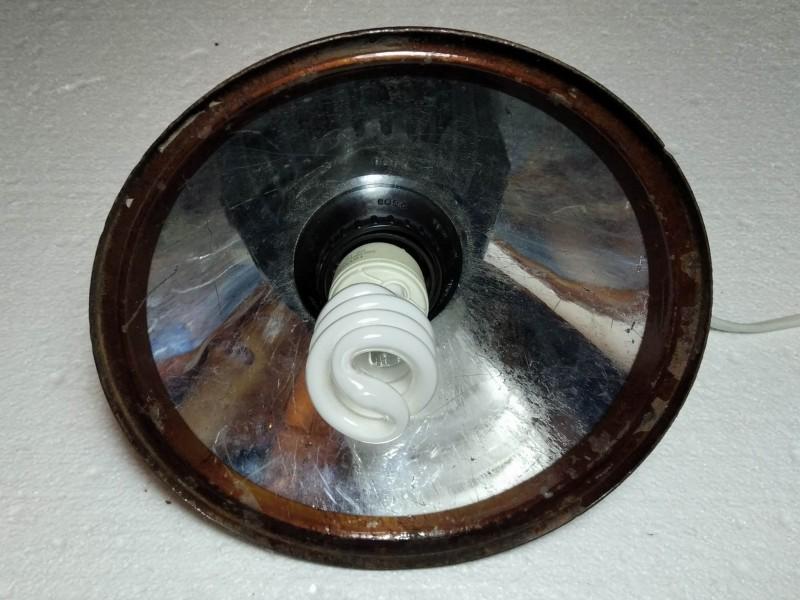 собранный светильник с вставленной лампой