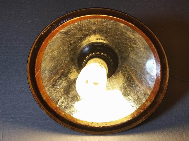 включенный самодельный светильник