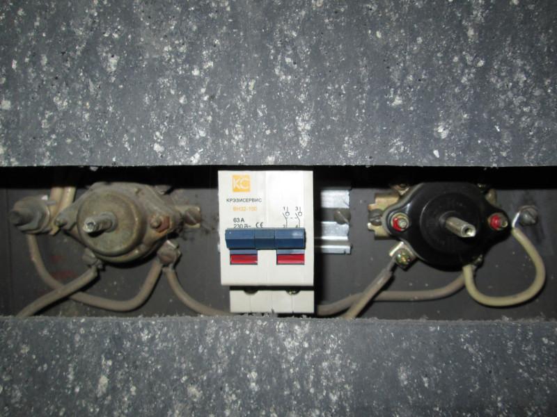 пакетные выключатели в подъездном щитке