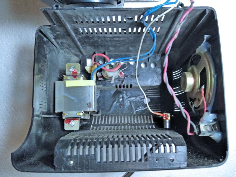 трансформатор и динамик на задней крышке