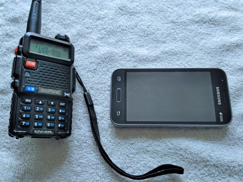 рация и смартфон готовы к приему
