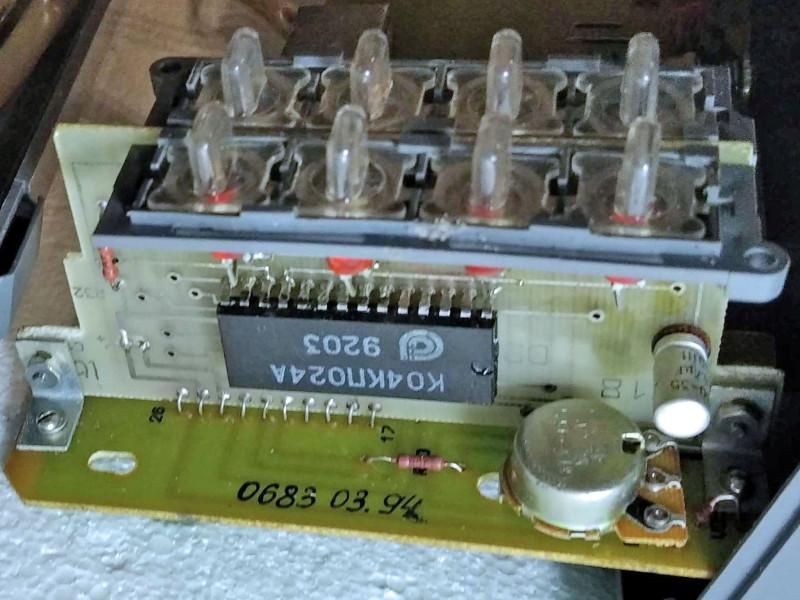 видна микросхема К04КП024А