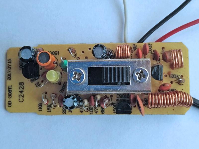 плата передатчика из микрофона со стороны деталей