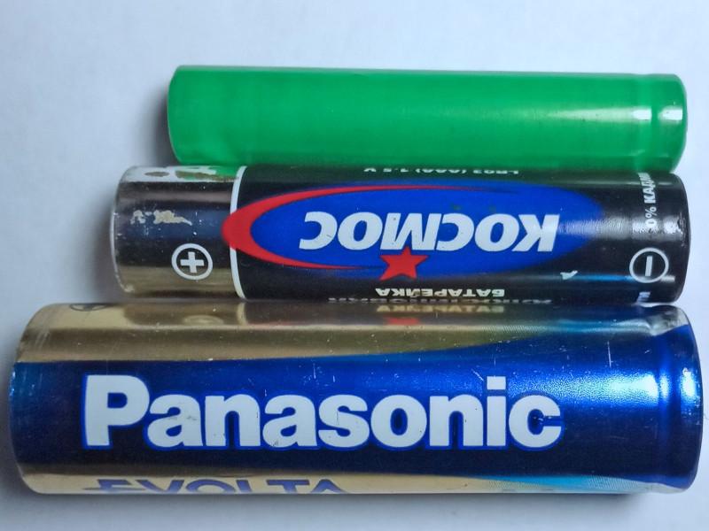 Самая нижняя батарека АА, средняя ААА