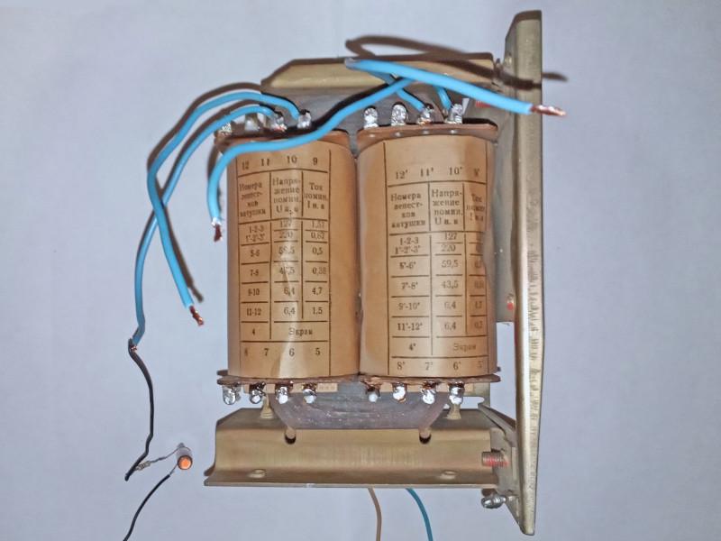 светится неонка подключенная к заземлению и вторичной обмотке трансформатора