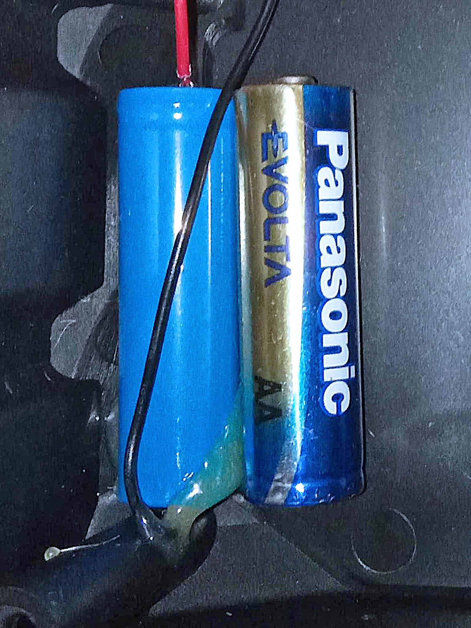 сравнение аккумулятора  с батарейкой по размеру