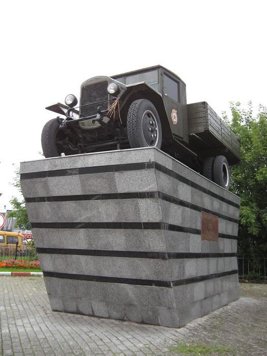 Автомобиль ЗИС-5В (Военным шоферам) (г.Москва, ул., Бол. Черемушинская)