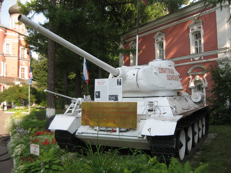 Т-34-85 (Донской монастырь, Москва) 2_resize