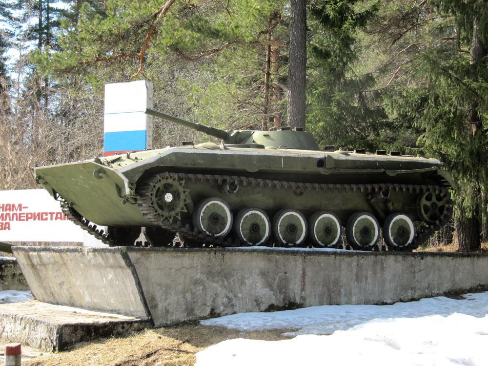 Для ЖЖ БМП-1 (Памятник воинам-артиллеристам, г. Луга, Ленобласть) (17)
