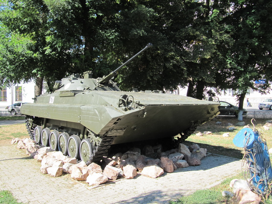 БМП-2 (Сквер памяти афганцам, АР Крым, г. Симферополь)_resize