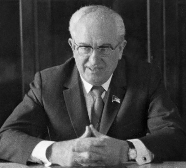 800px-RIAN_archive_101740_Yury_Andropov,_Chairman_of_KGB