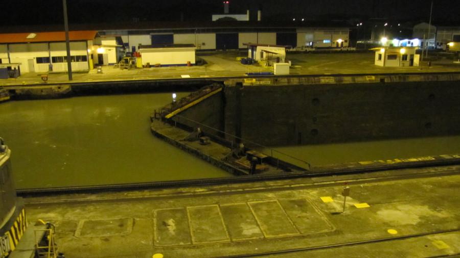 Как суда проходят Панамский канал