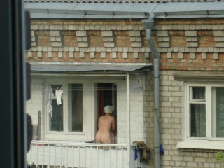 sosedki-po-balkonu-foto