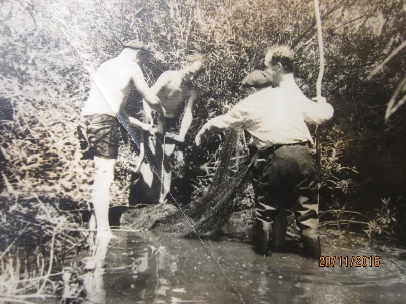 Мой отец с лысиной и любимые дяди. Дядя Вася рыбу в мешок складывает