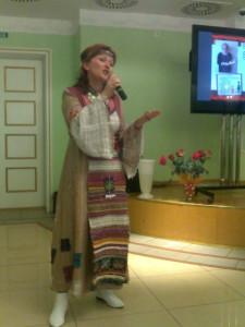 Член Общественной палаты г.Ижевска поет удмудтскую песню в оранжировке. Это надо слышать!