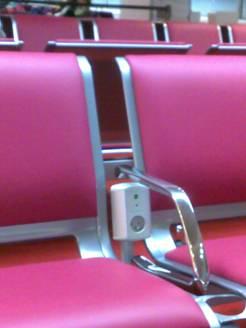 Электрические розетки в зале ожидания аэропорта