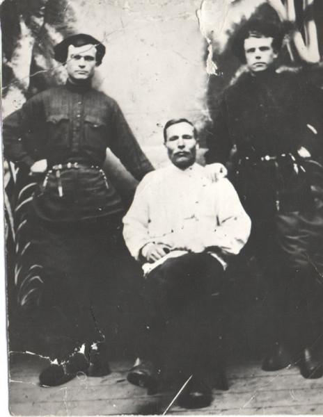 Швецовы Калистрат, Петр Калистратович и справа Матвей Калистратович