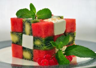 вкусный фруктовый салат со взбитыми сливками