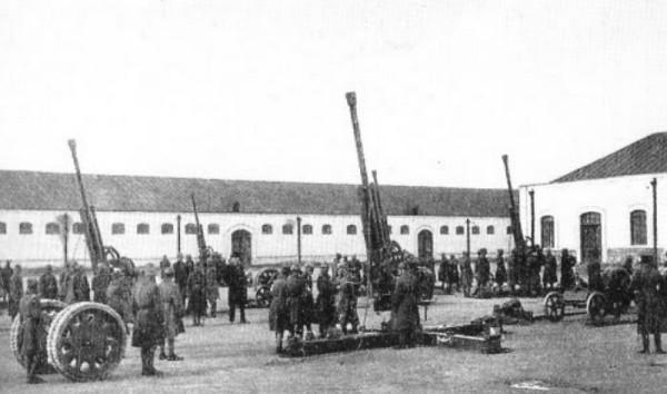 """Зенитные пушки """"Боффорс"""" иранской армии"""