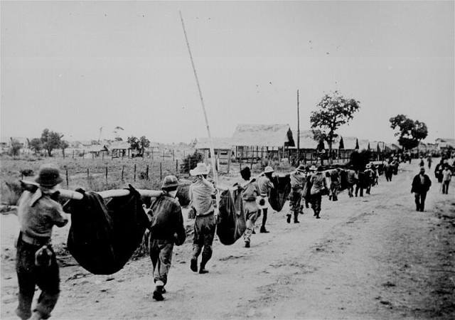 Американцы шествуют в японский плен