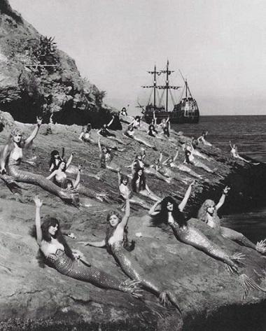 weird-Vintage-photos-mermaids