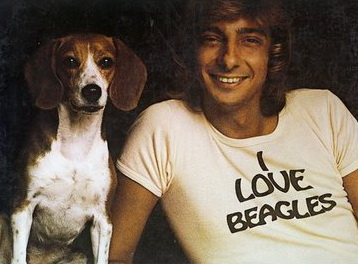 barry-manilow-loves-beagles