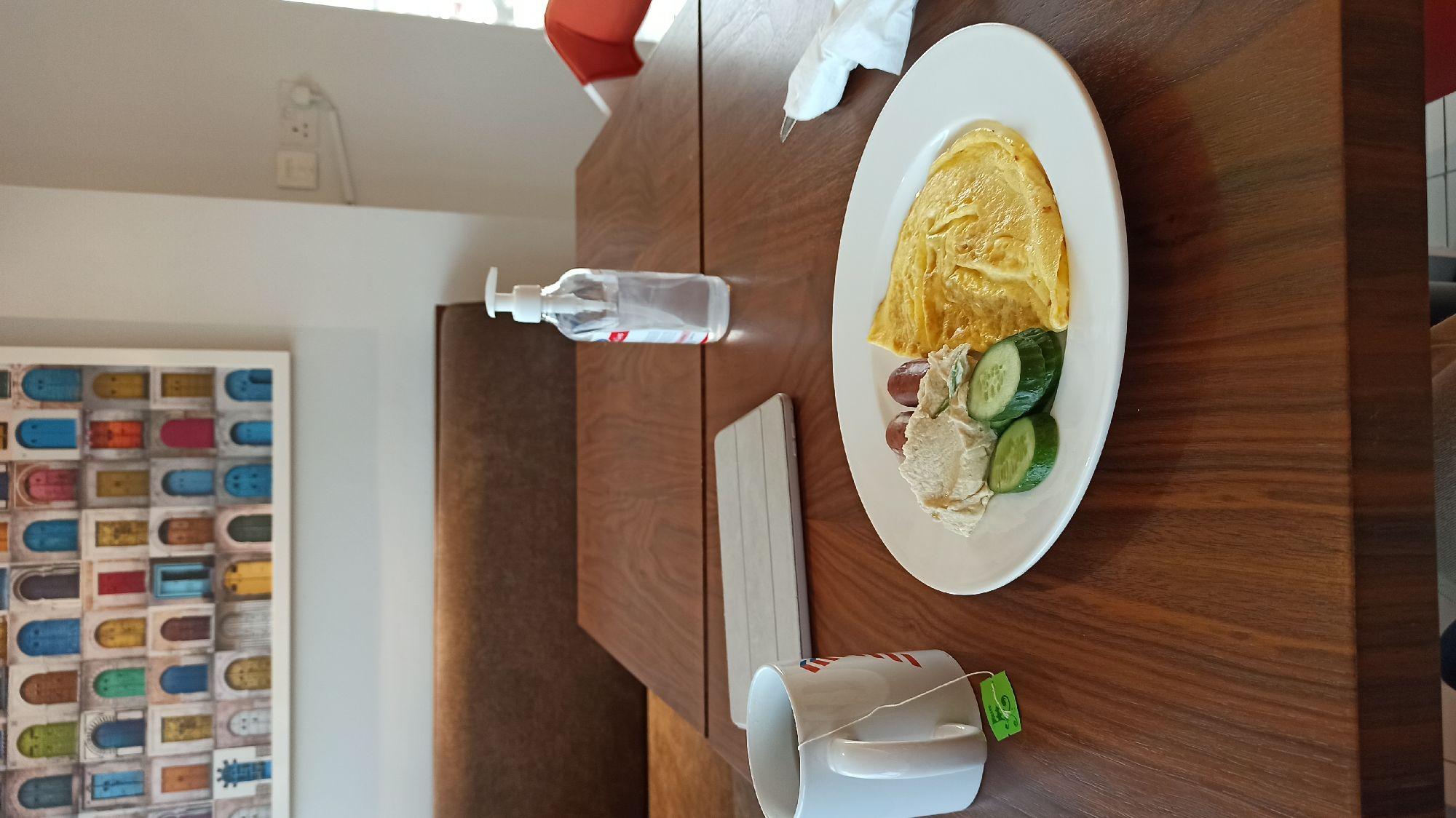 Типичный завтрак в отеле перед тем как срубиться спать