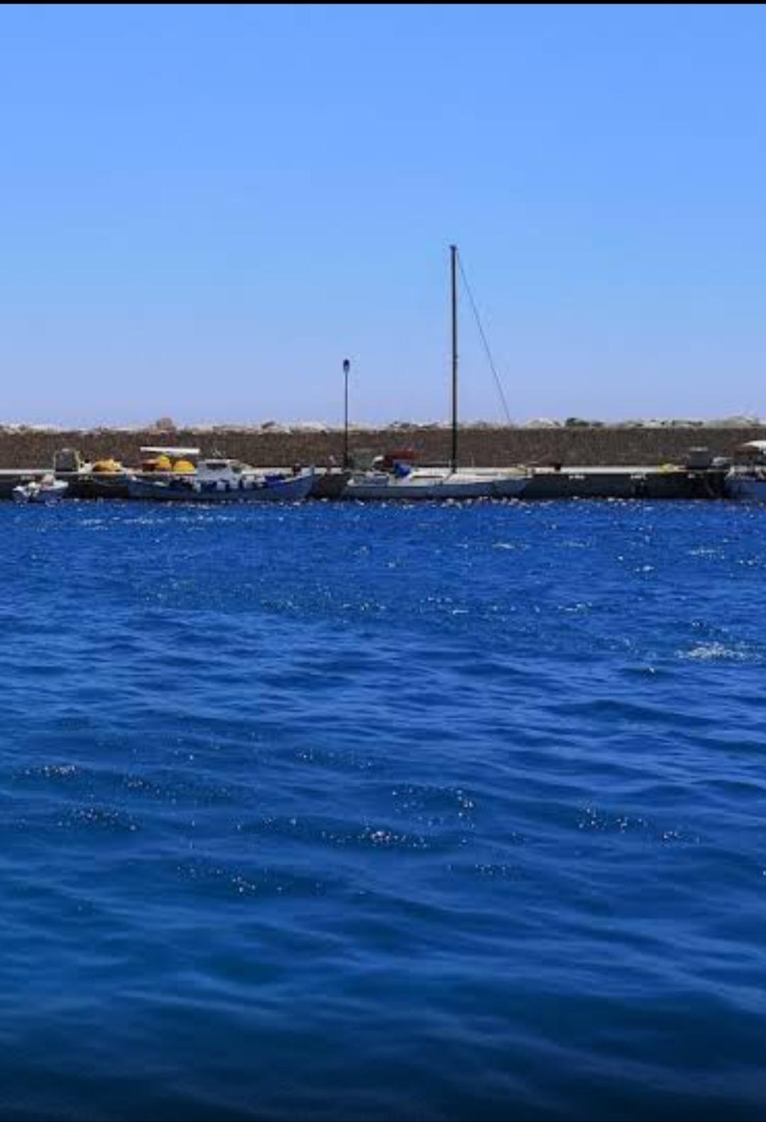 Анастасия стоит на причале одного из микроскопических греческих островов - фото нашли через Google maps!