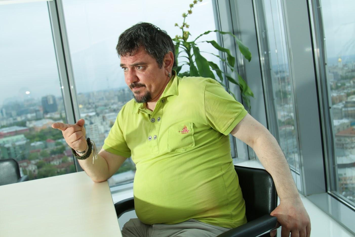 Украинский блогер предложил залить Донбасс напалмом